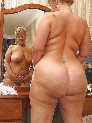 bonny mature naked ass