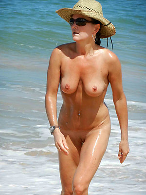 beauties nude beach mature pictures