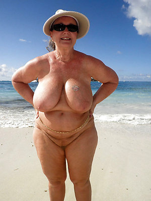 free pics of mature nude beach women