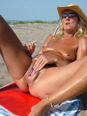 hotties mature beach pictures
