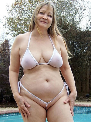 free pics of adult gentry in bikinis