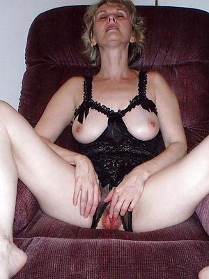 hot mature women posing in the buff