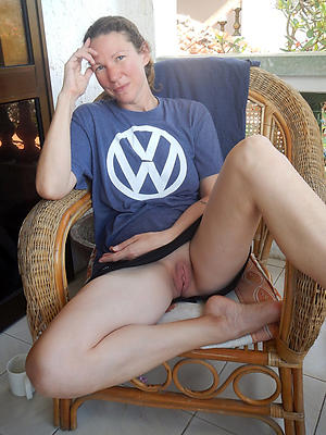 stale mature women naked