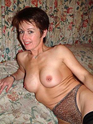 incomparable mature women masturbating