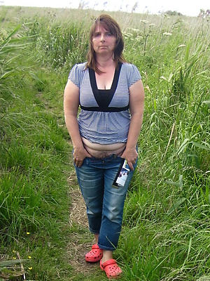 beauties mature women in stingy jeans