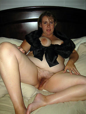 age-old mature moms stripped