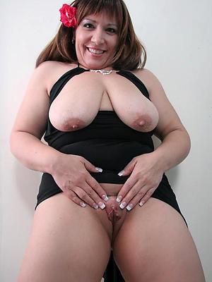 slutty mature brunette pussy pics