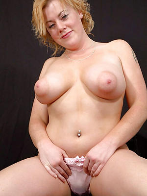 mature slut xxx posing nude