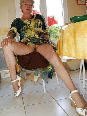 beautiful mature housewife pussy