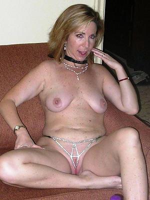 mature shaved vagina posing nude