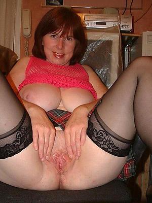 gorgeous mature housewives porn pics