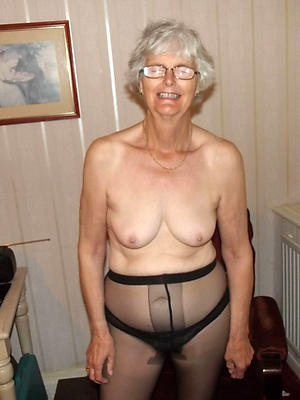 slutty mature woman in pantyhose
