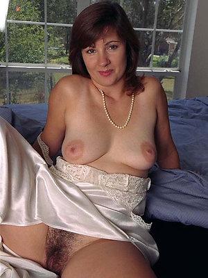 full-grown nude unilluminated posing nude