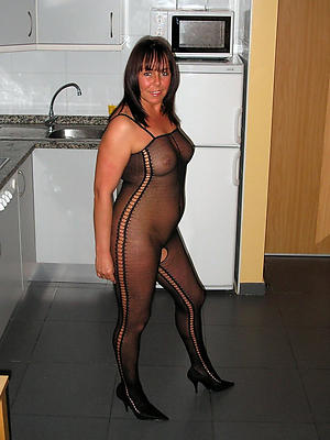 free pics be useful to matured women in nylons