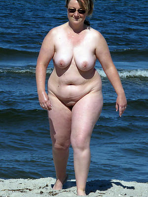 free pics of mature unconcealed beach women