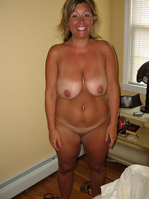 mature housewives porn posing nude