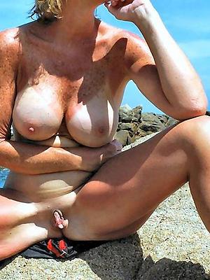 beauties mature mom boobs