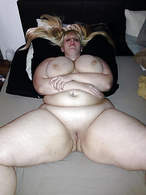 mature bbw homemade posing nude