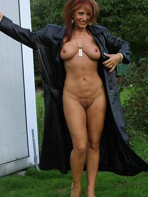 gorgeous mature girlfriend nude pics