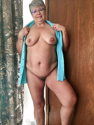 daft grandma is naked porn foto