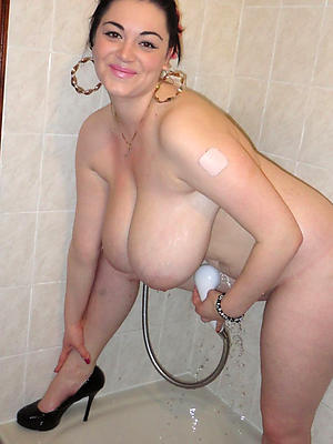 mature women showering stripped