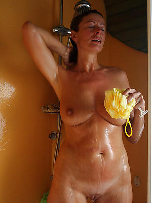 beautiful mature women showering pics