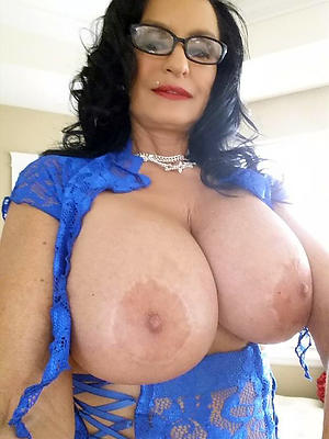 beautiful mature women with big boobs pics
