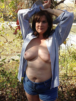 free best mature women posing overt