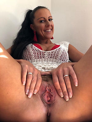 gorgeous sexy full-grown unassisted undress pics