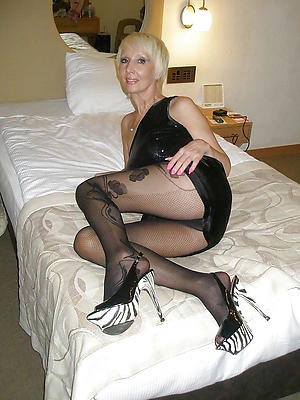mature women in nylons stripped