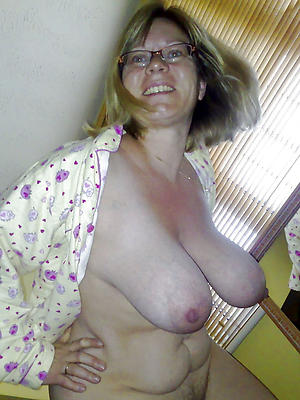 lovely mature saggy breasts porn pictures