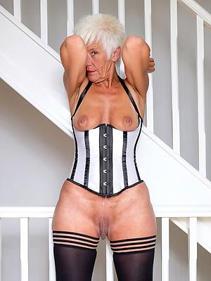 xxx old lady stripped photos