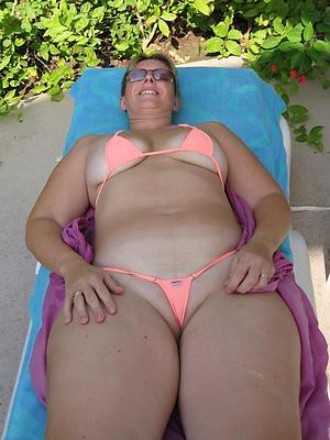 beauties mature bikini porn gallery