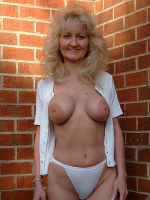 50 savoir faire old mature women unveil pics