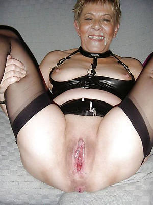 gorgeous grown-up shaved milf porn pics