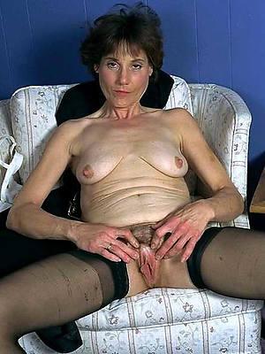 hotties mature brunette pussy photo