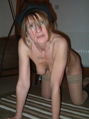 hotties mature women masterbating