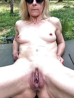 glum hot mature vulva