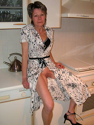 grown up nude housewives porn pic download