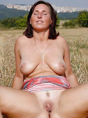 horny mature sluts love porn