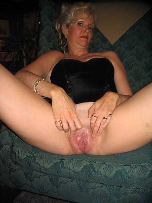 lovely grown up shaved women porn pictures