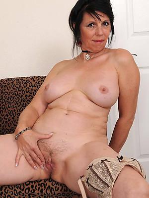 mature horny mom nude pics