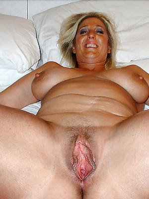 mature slut moms posing unclothed