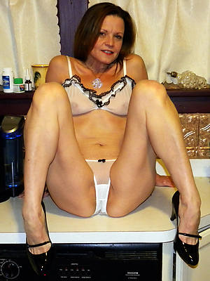 adult housewives free pics