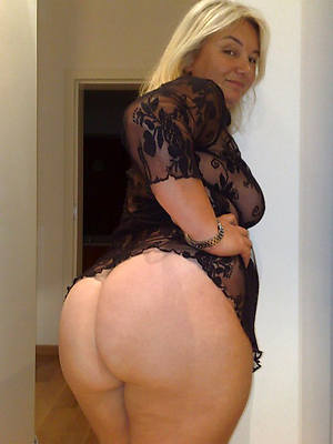 chubby spoils white mature posing nude