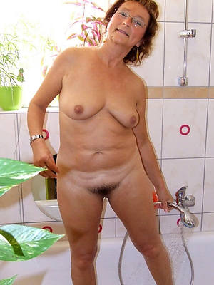 naked sexy mature women in the shower stripped