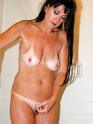 busty amatuer mature body of men in the shower