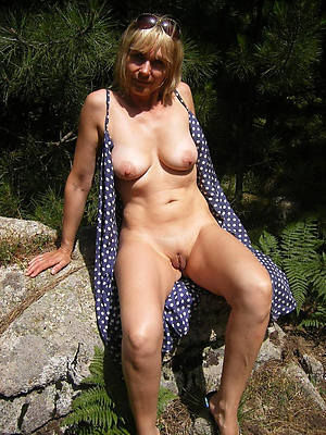 mature solo pussy posing nude