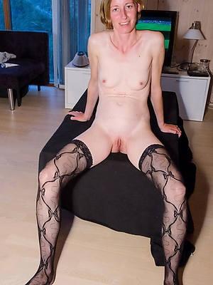 amateur mature small tits pics