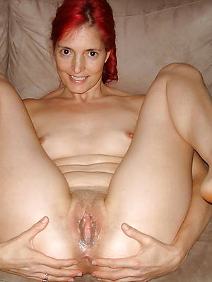 mature mom creampie posing nude